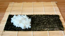Preperation of temaki (step 1)